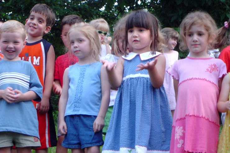 Preschoolers singing at end-of-year picnic